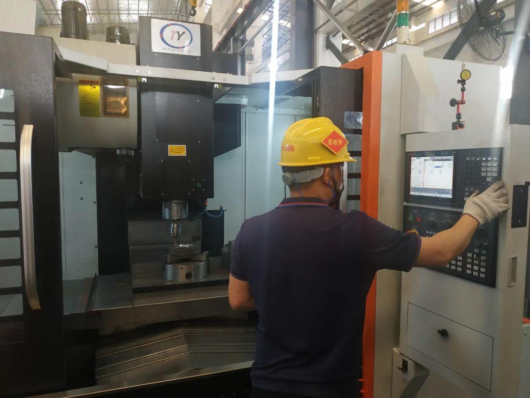 占美金属丨模具制造车间正式投入使用,实现机械自动化生产!