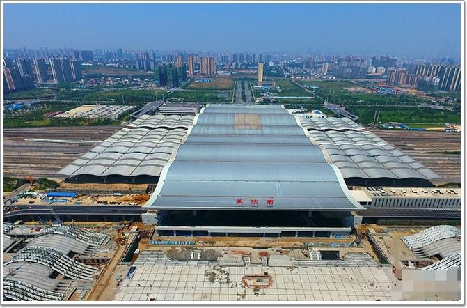 长沙南站东站房波浪曲面结构造型新颖,预计年内投入使用