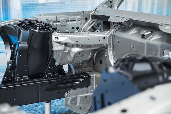 拆解宝马7系,碳纤维cfrp与铝合金的轻量化之旅